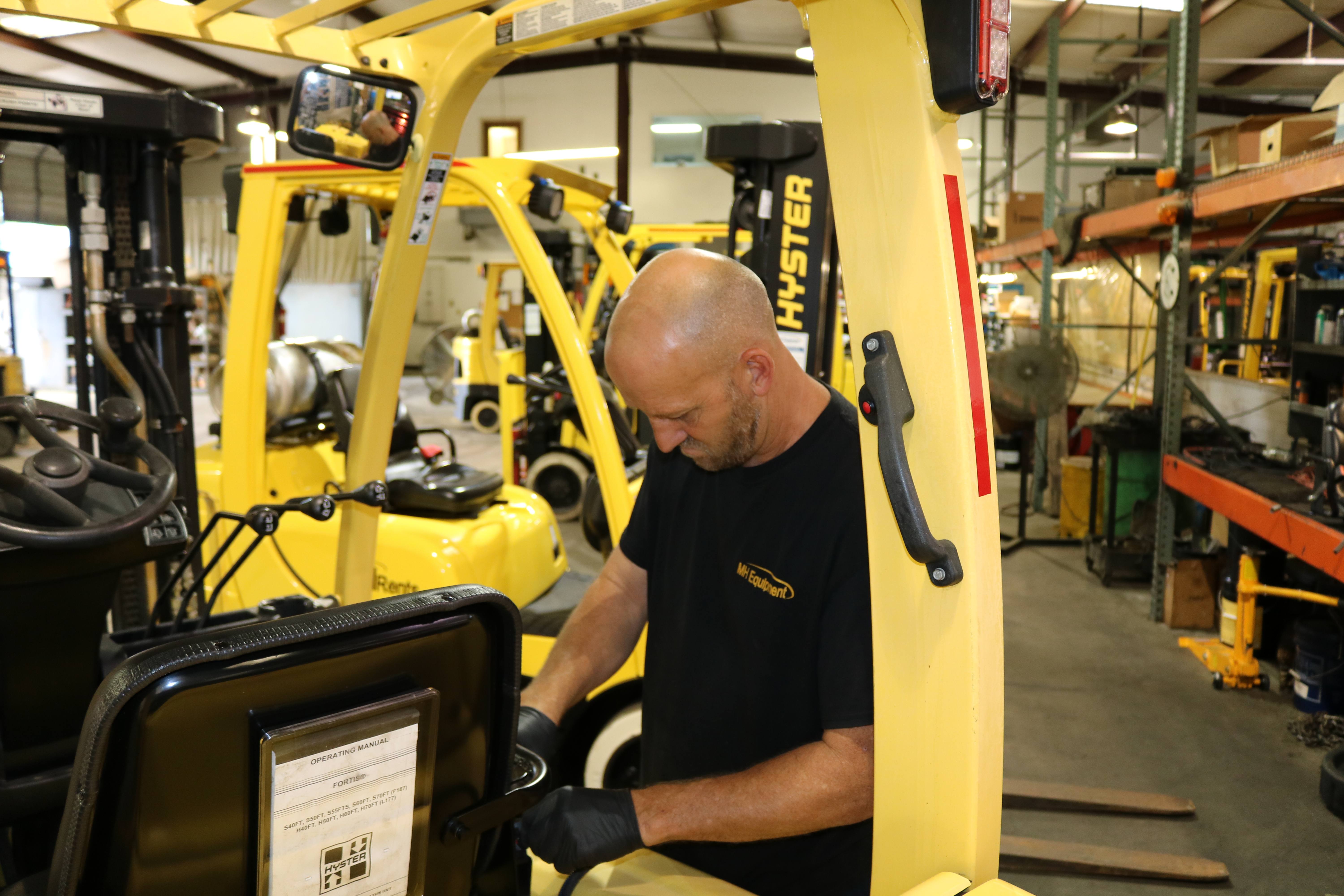 "MH Equipment Locations Receive ""Dealer of Distinction"" Award from Hyster"